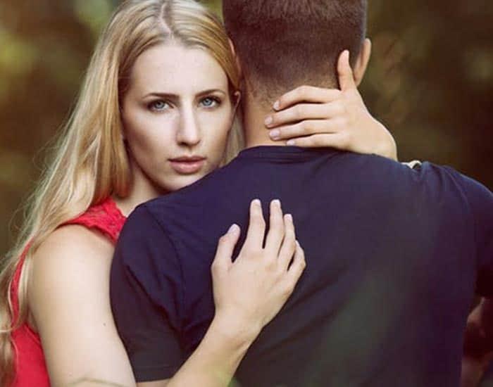 Eşimi nasıl aşık ederim? 3 pratik yol